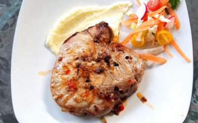 Vietnamese Marinated Pork Chops with Spicy Sauce